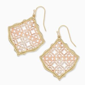 KENDRA SCOTT • Kirsten Filigree Logo Drop Earrings